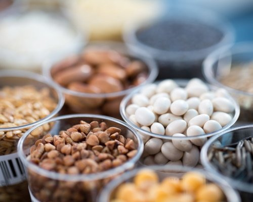 Samples of high quality cereals and legumes for food product prototypes