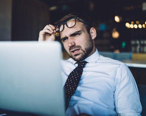 Un Chef de projet de développement de produit est confus par les données qu'il vient de recevoir.